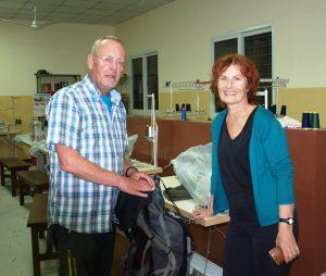 Met de voorzitter van Kiran in het naaialtelier